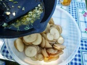 Kruidenolie op aardapschijfjes