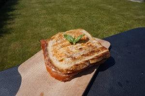 Toast gandaham tomaat mozarella