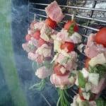 Rozemarijnspies van kalfsvlees en kerstomaat